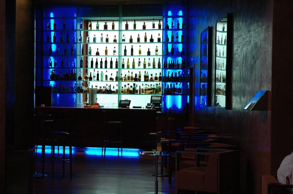 Bar mit 110 Flaschen zu später Stunde