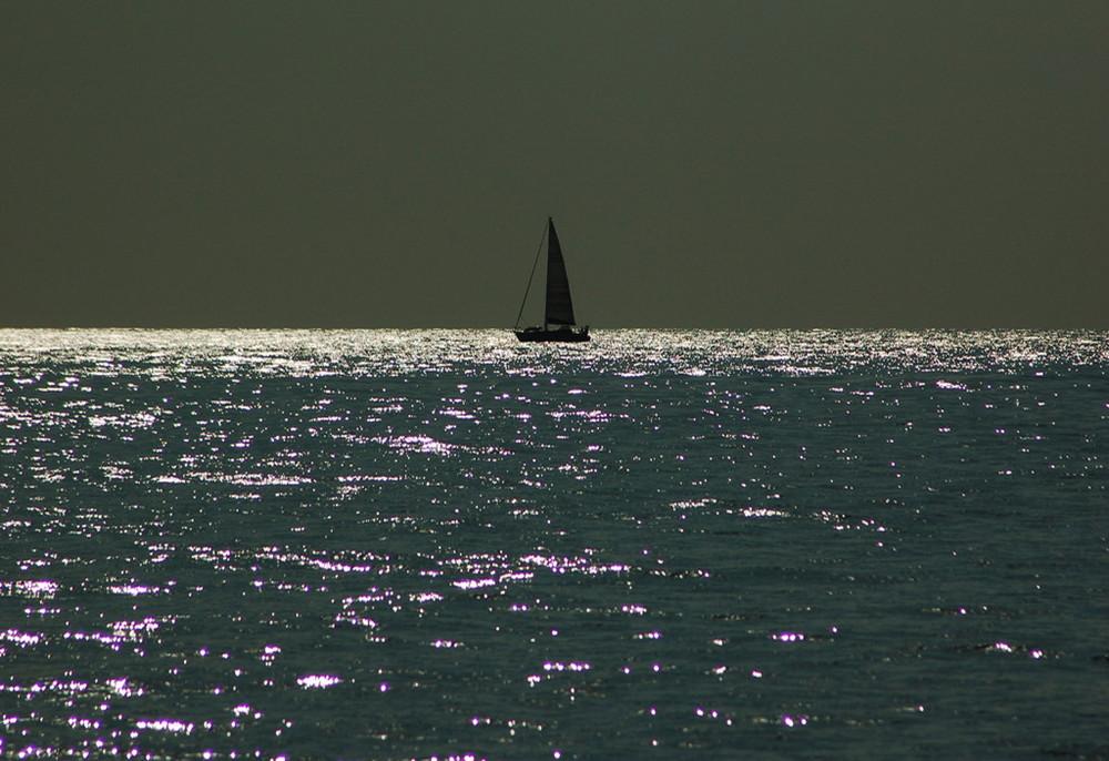 Barca in controluce