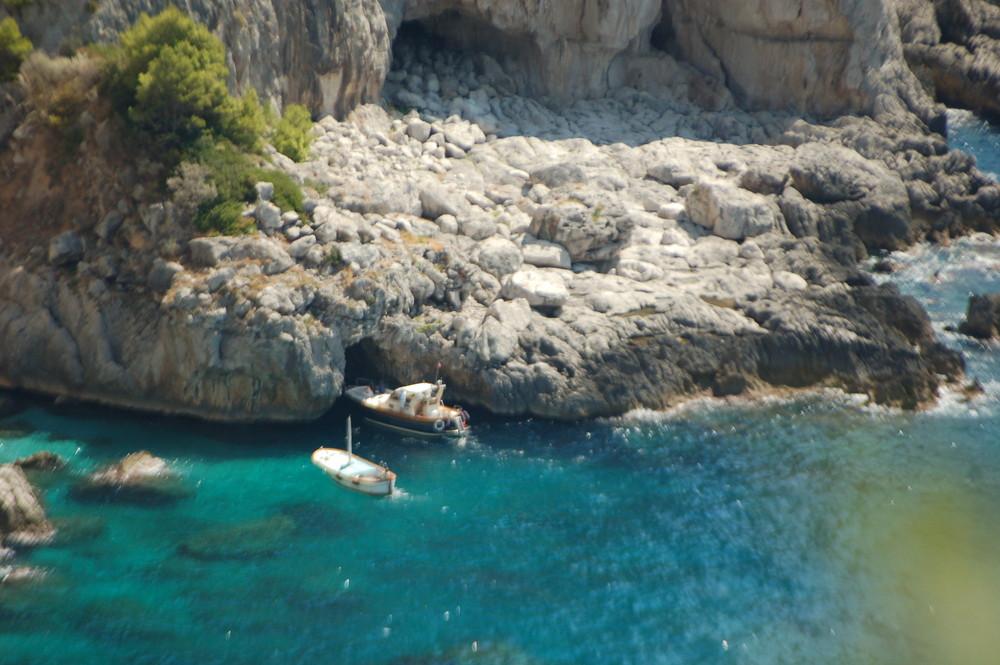 barca nella grotta