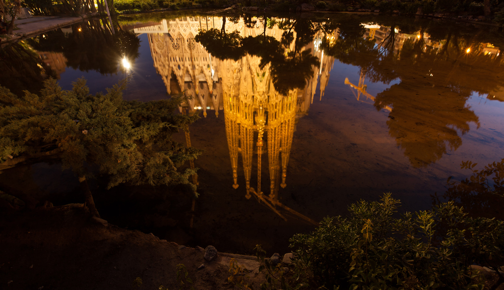 Barcelona - Sagrada Familia Spiegelung