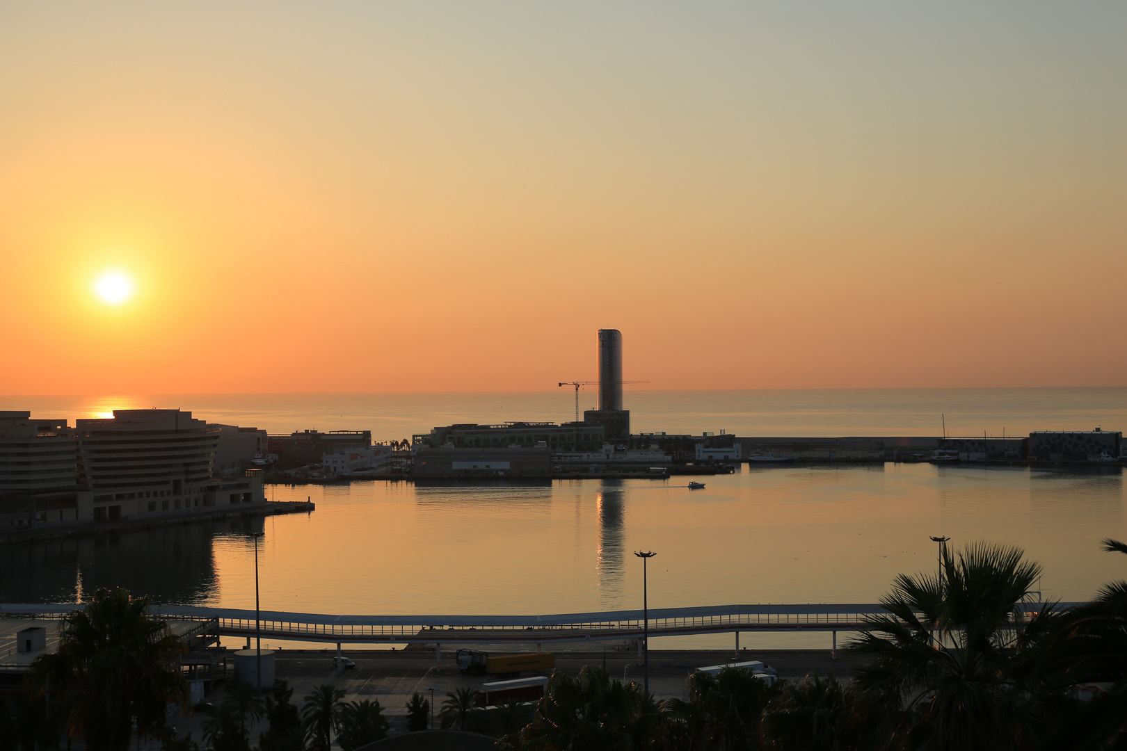 Barcelona Sonnenaufgang Hafen 1