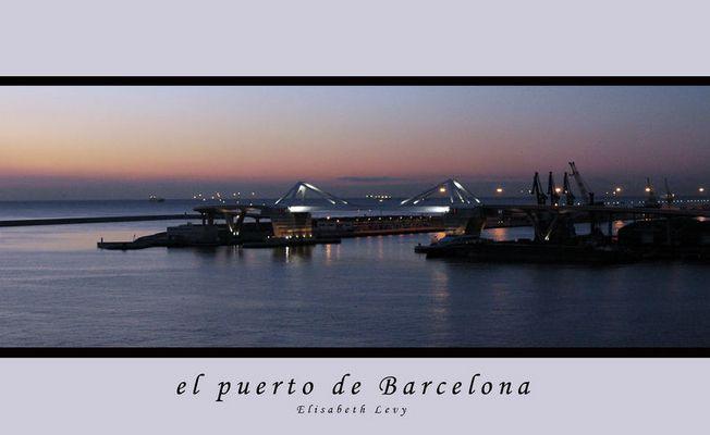 Barcelonas Hafen bei Sonnenaufgang