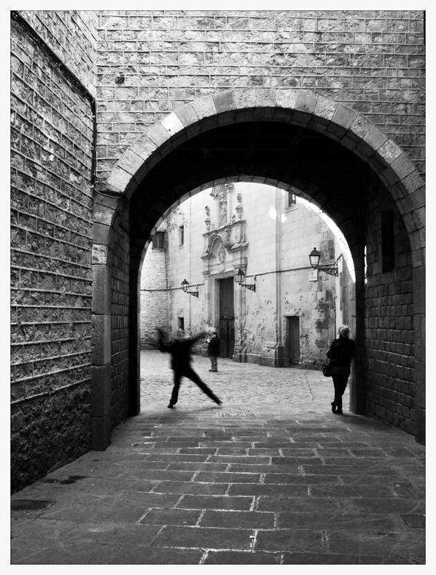 Barcelonas Schatten- gestalten springen