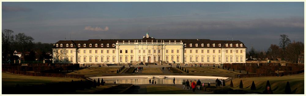 Barockschloss Ludwigsburg im letzten Sonnenlicht