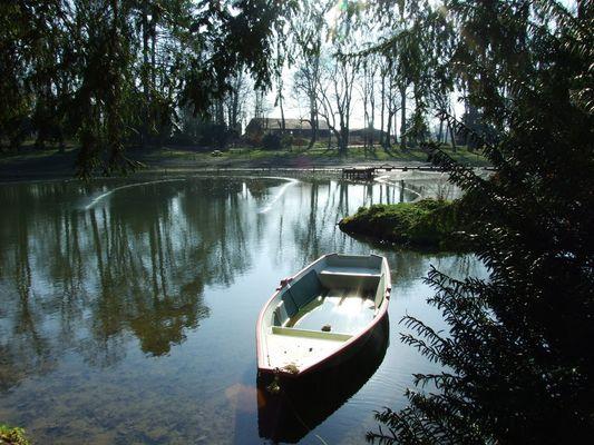 Barque à la Maison du Parc de Théméricourt dans le Vexin ( Ile de France )