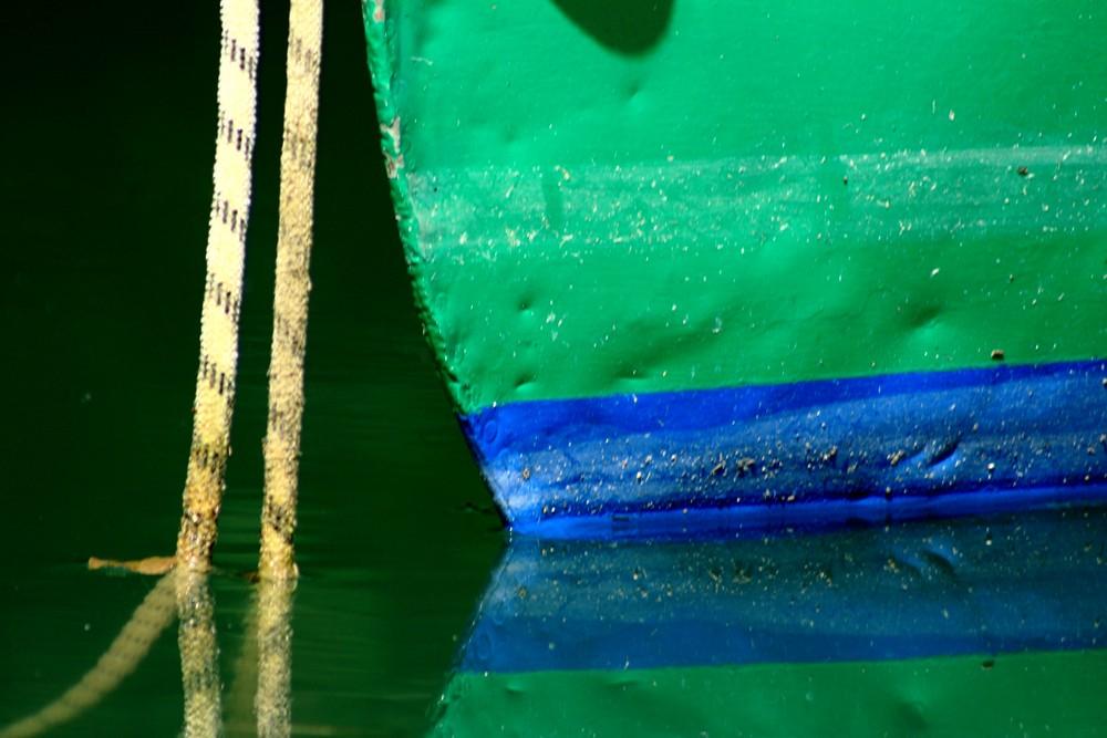 Barque amarrée sur le lac d'Aiguebelette, détail