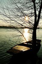 Barque au coucher du soleil.