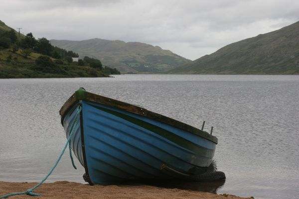 barque bleu perdu en Irlande