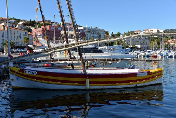 barque pleine de couleurs à Banyuls