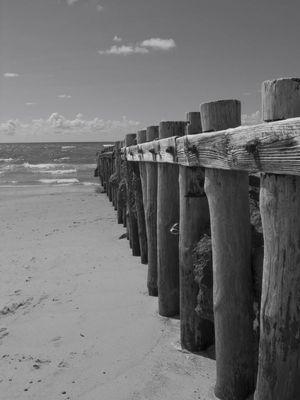 barrière se jetant dans l'océan