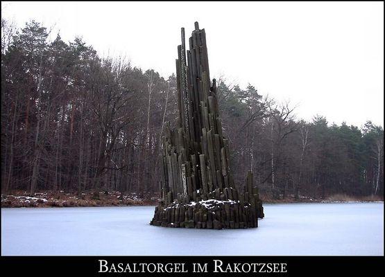 Basalt im Rokotzsee im Kromlauer Park