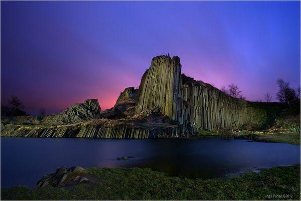 - Basaltfelsen im Licht -