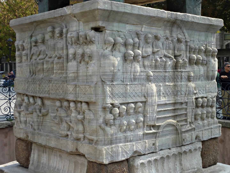 *BASE DEL OBELISCO DE TEODOSIO* (390 a.C.)