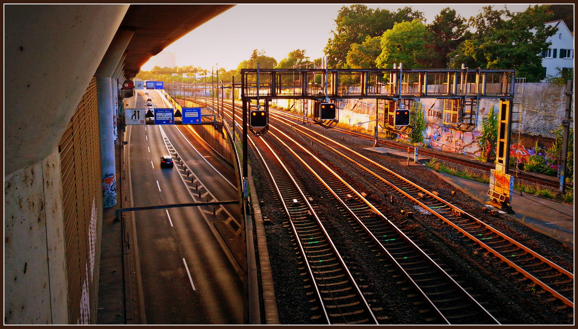 Basel über den Gleisen