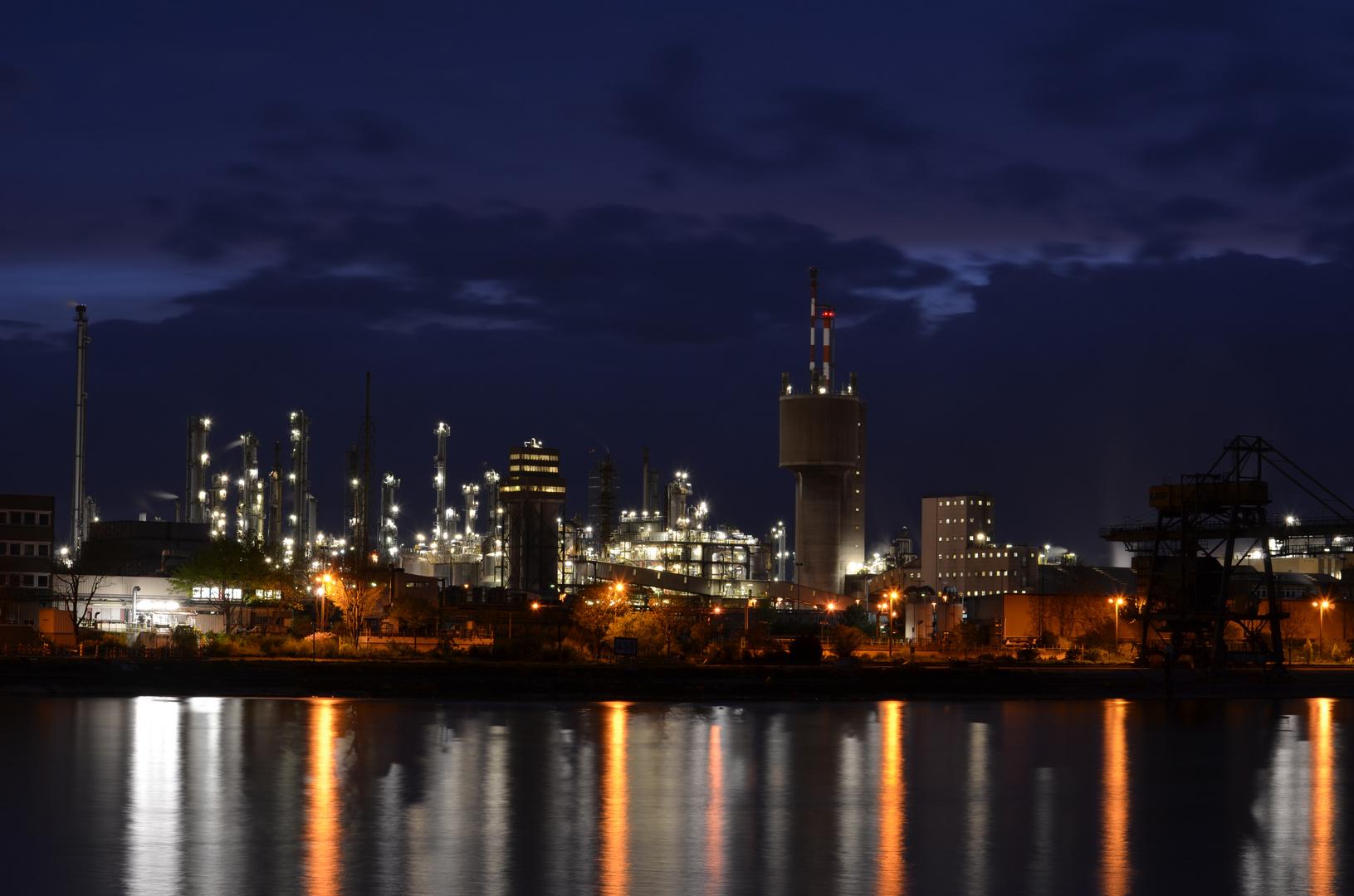 BASF bei Nacht 1