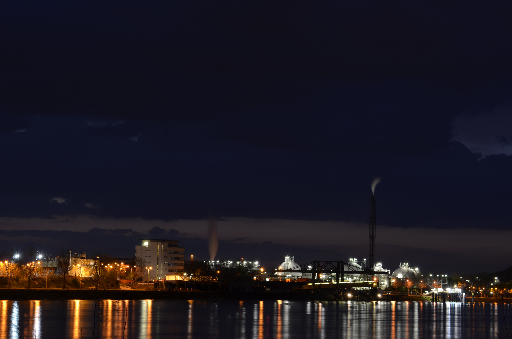 BASF bei Nacht 2