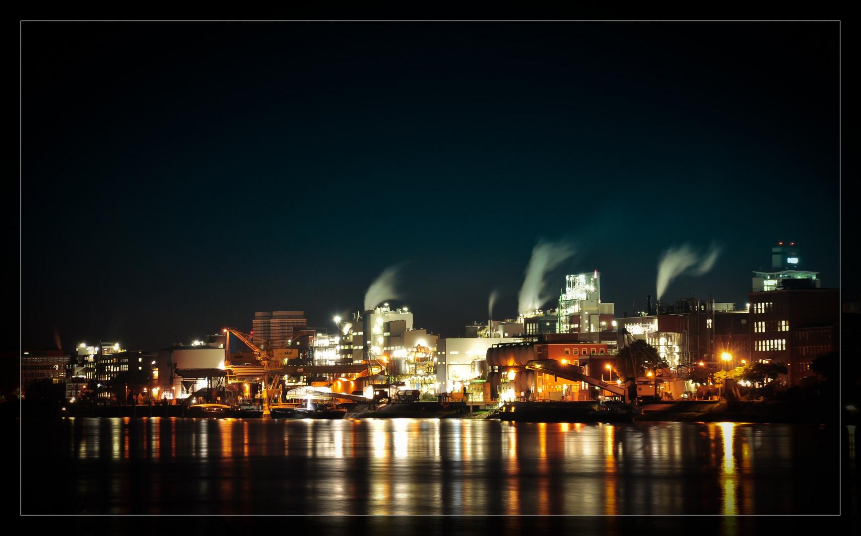 BASF Hafen bei Nacht