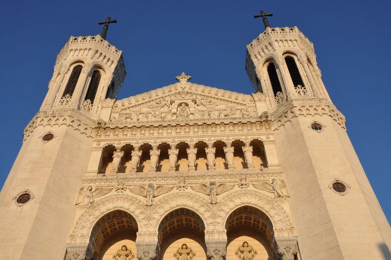 Basilique de Fourvière (Lyon) au soleil couchant