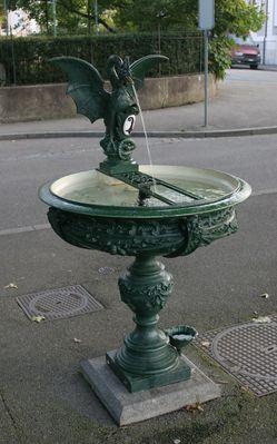 Basilisk-Brunnen color