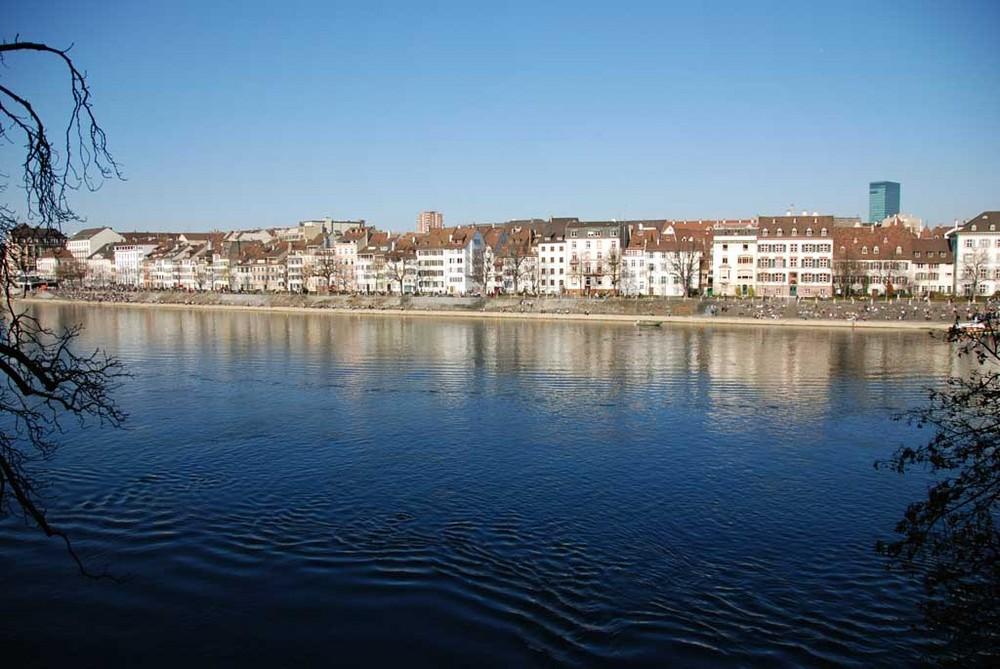 Basler Rheinbord - frühlingshaft 18 Grad