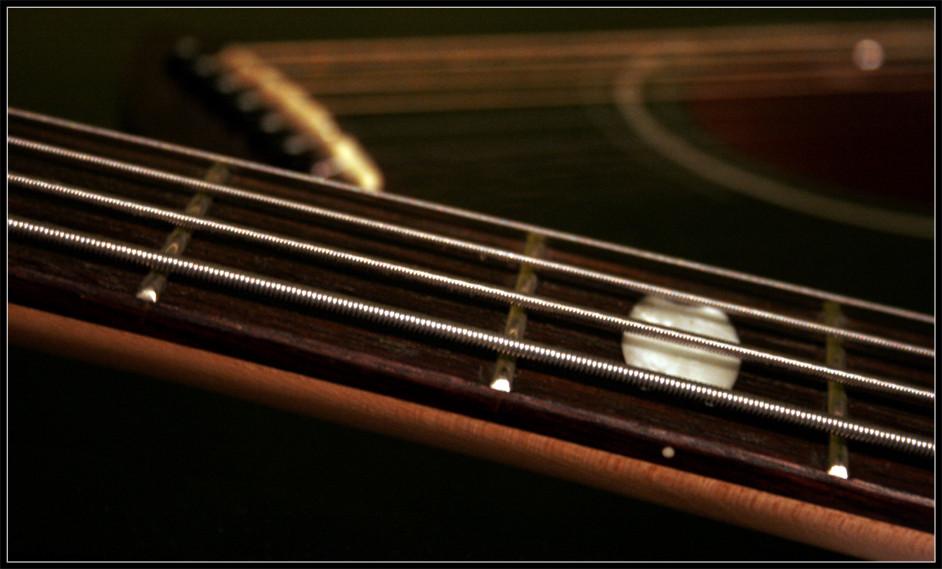 Bass und Gitarre