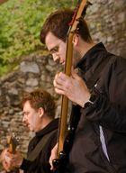 Bass und Gitarre von Brian - Hohentwiel 2011