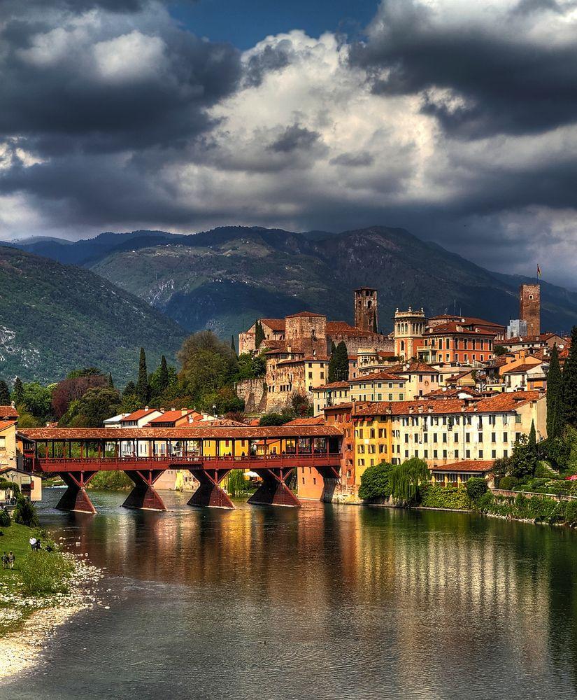 Bassano del grappa ed il ponte degli alpini foto for Piani di fondazione del ponte