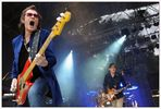 Bassist Glenn Hughes heizt die Massen an (Black Country Communion)