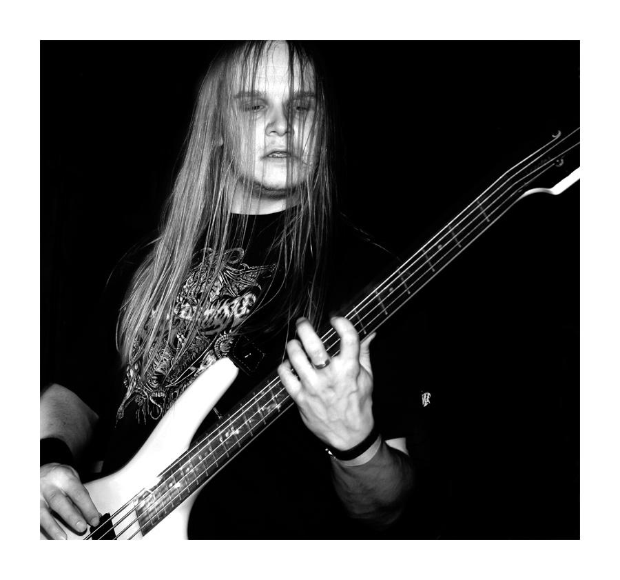 Bassist von Hellscape