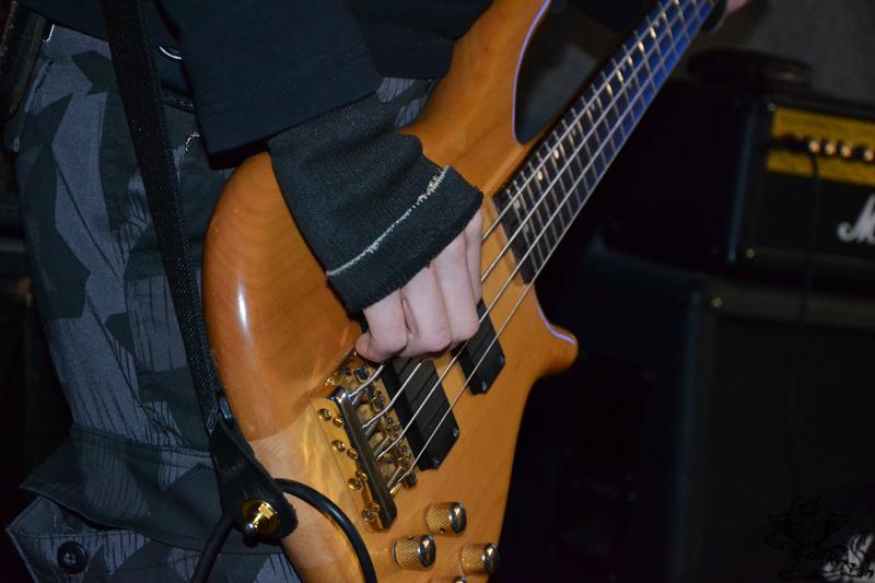 Bass(istenhand)