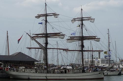 Bateau dans le port d' Oostende