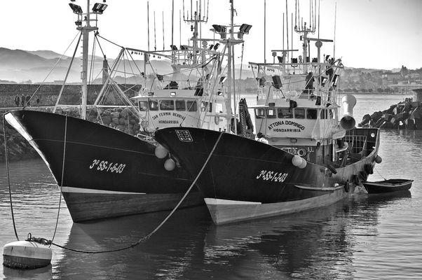 Bateaux dans le port de Hondarribia