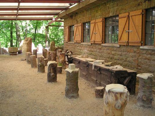 Bauhütte im Steinzeichen-Park