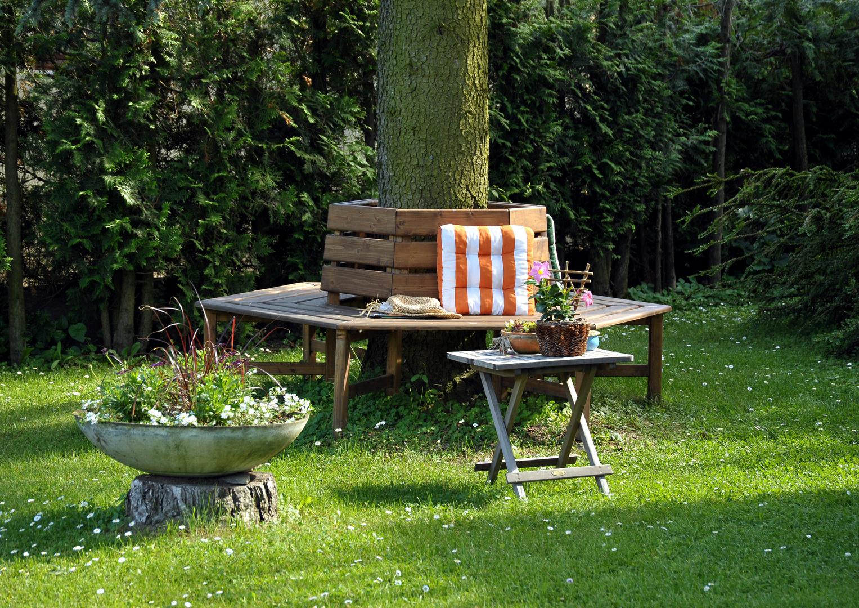 baumbank im garten foto bild landschaft garten. Black Bedroom Furniture Sets. Home Design Ideas