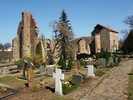 Bautzen, Nikolaifriedhof mit der Ruine der Nikolaikirche