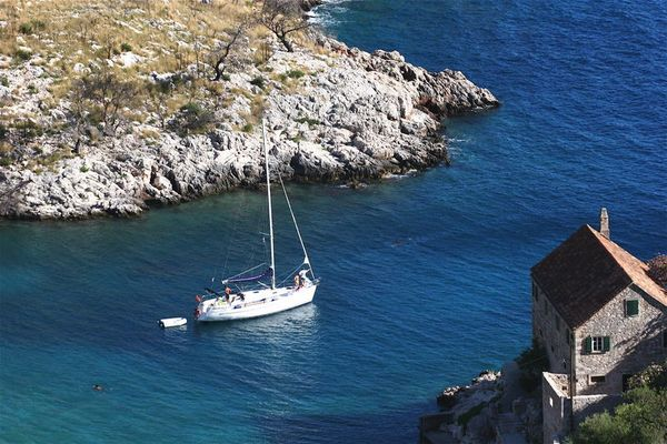 Bay of Dreams, Hvar