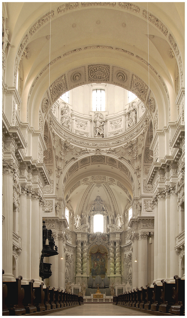 Bayerische Impressionen - Theatinerkirche München