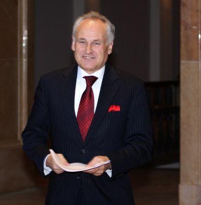 Bayerischer Finanzminister vor der Diskussion über die Krise der Bayerischen Landesbank