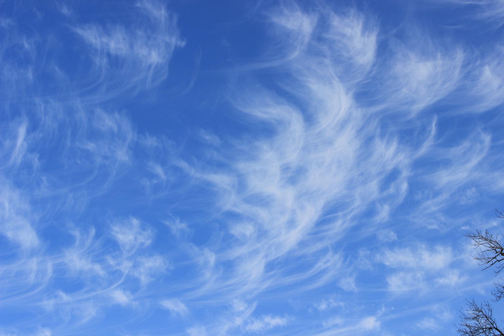 Bayerischer Himmel weiß und blau