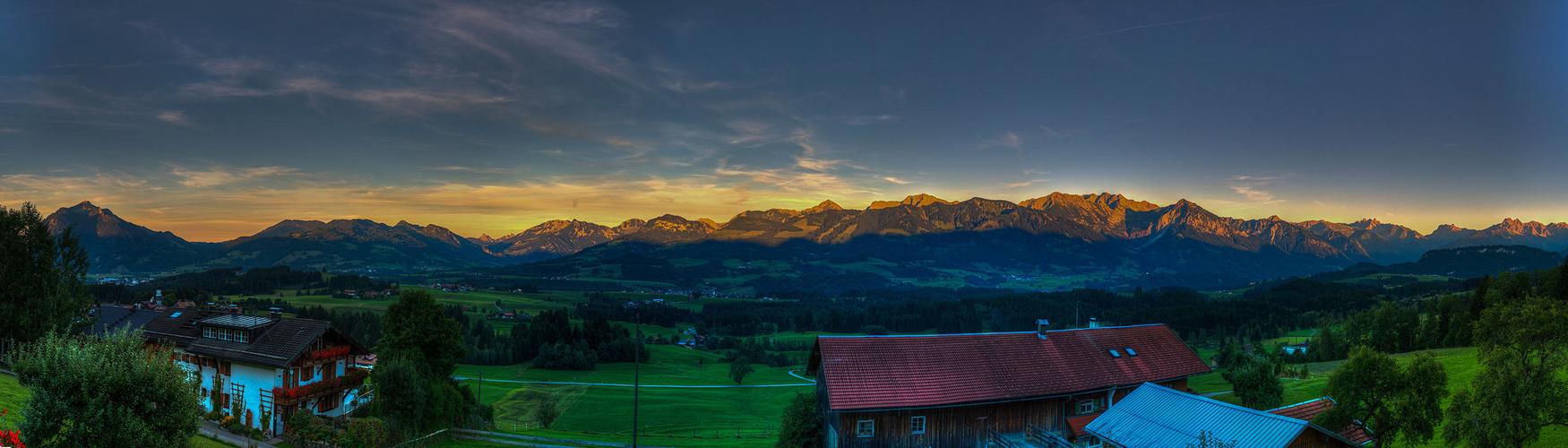 Bayerisches Alpenpanorama am Abend