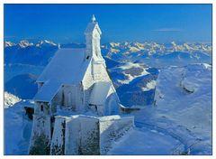 Bayrischzell, Wendelstein, Kirche am Berghaus mit Blick auf Wilden Kaiser und Hohe Tauern