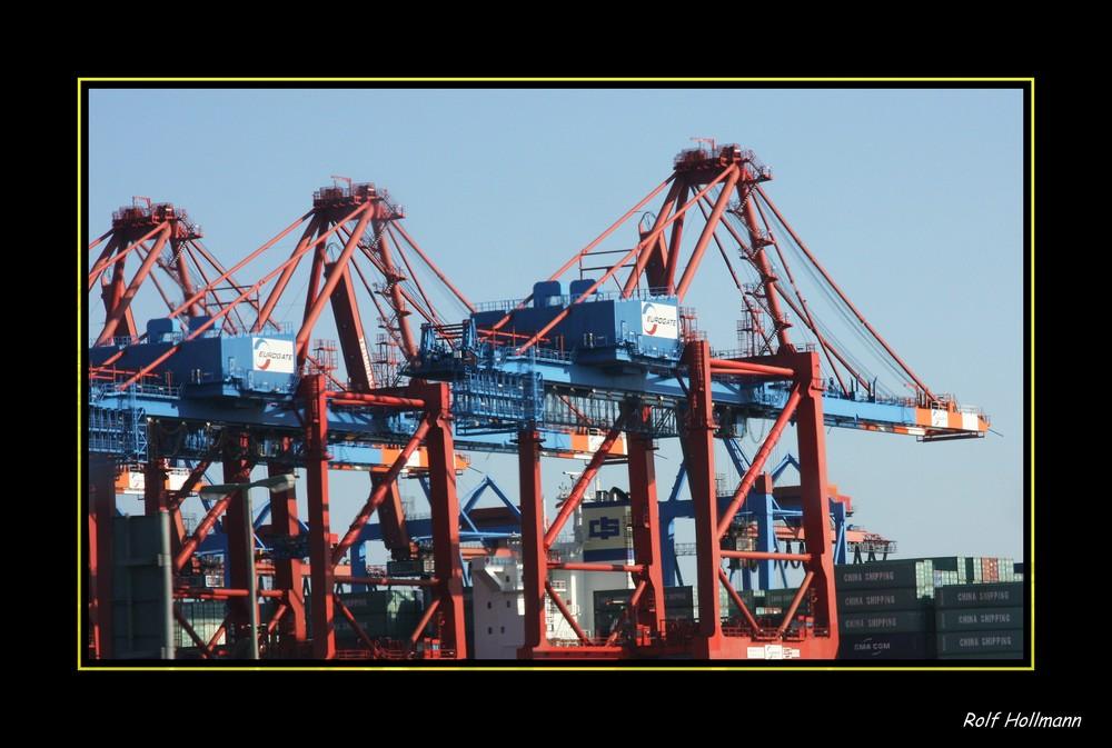 Be- und Entladen in HH / cargar y descargar en el puerto de Hamburgo