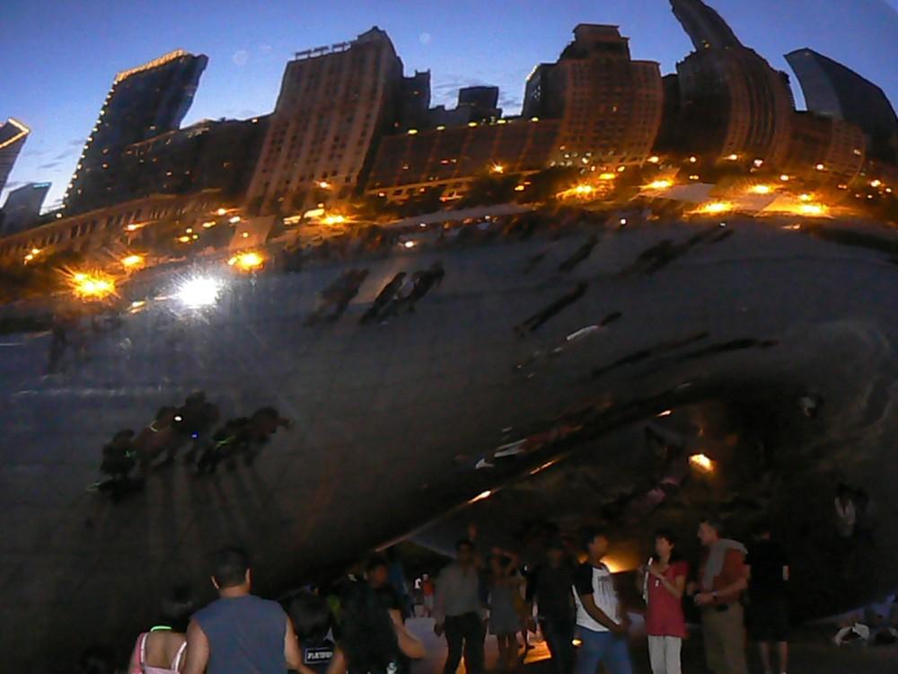 bean, reflet chicago by night