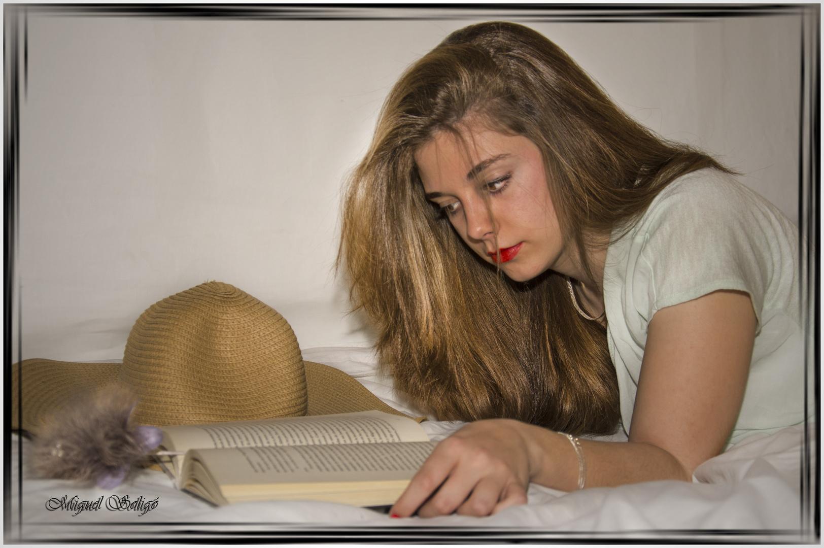 Beatriz leyendo