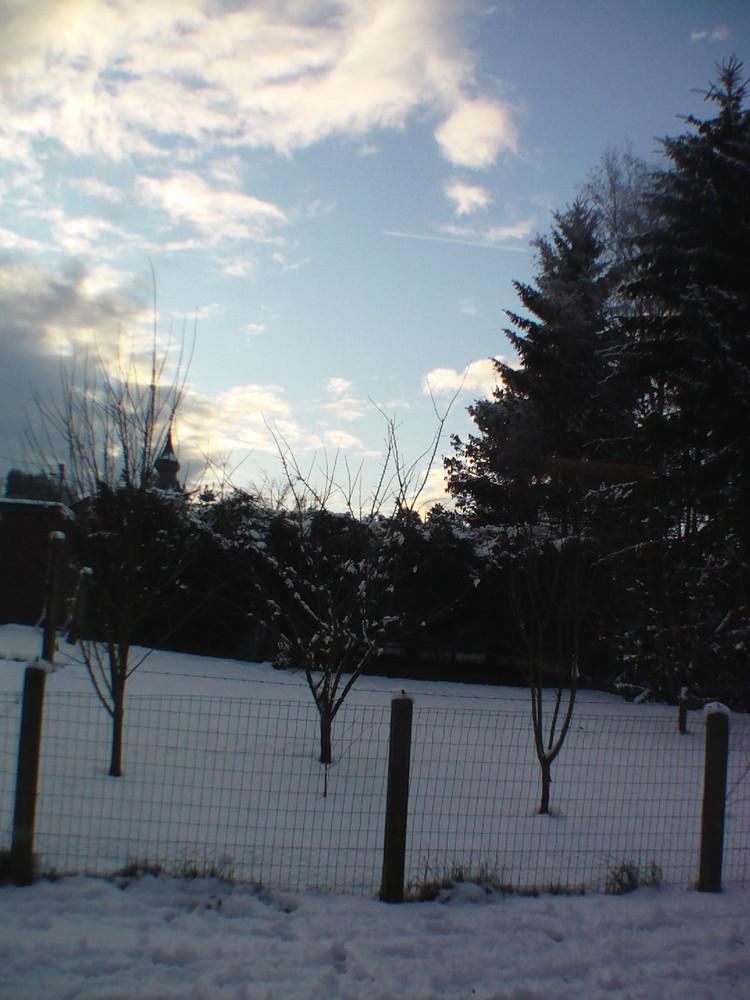 beau ciel bleu dans un froid polaire