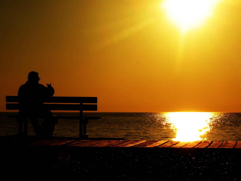 Beau comme le ciel qui s'irise, lorsque le soleil est sur son déclin.