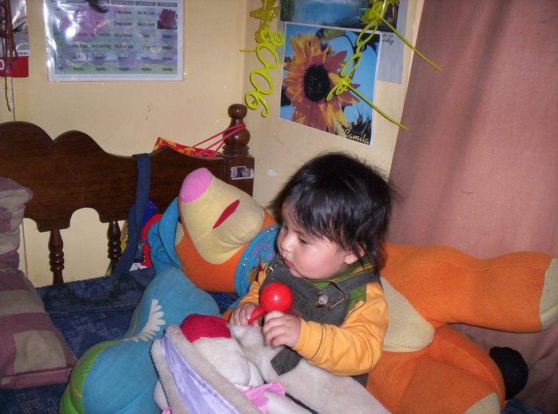 bebe bustamante en el cuarto dse su tia yaneth