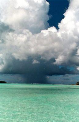 Bedrohende Wolken über Bora Bora