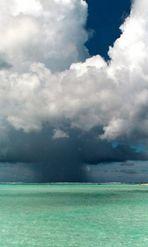 Bedrohende Wolken über Bora Bora (Korrektur zum Foto vom 11.6.03)