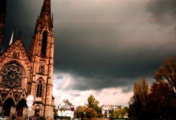 Bedrohlicher Himmel über Strasbourg